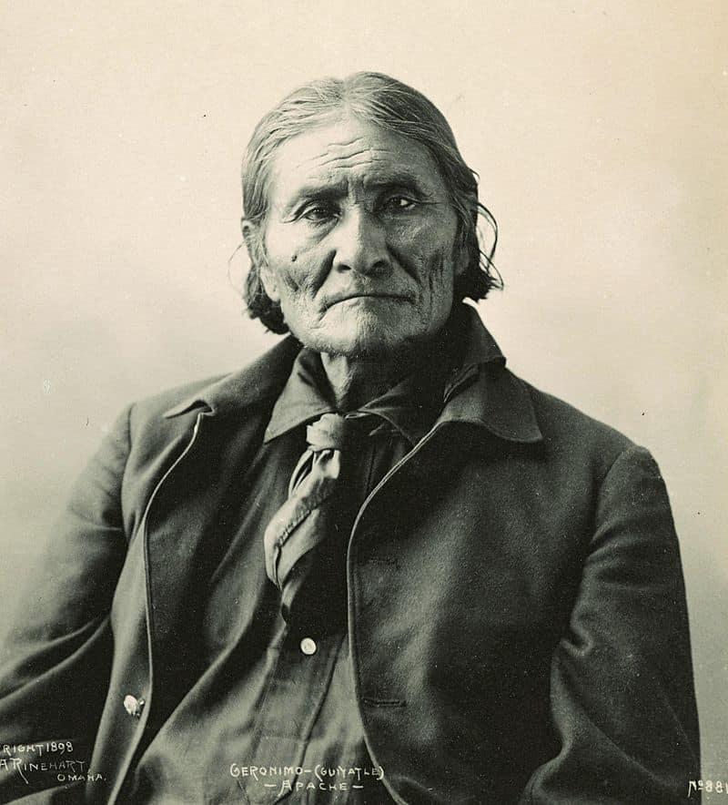 800px-GeronimoRinehart (1)